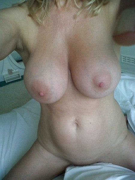 Femme célib gros seins pour sexfriend dans le 42