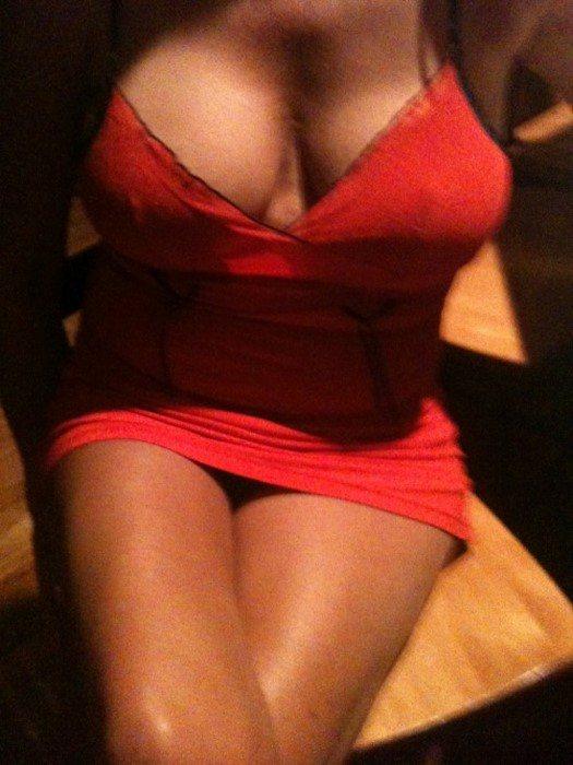 Michelle de Cran-Gevrier veut avoir une jeune bite entre les seins