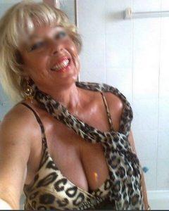 Vero en feu pour une rencontre cougar 100% sexe