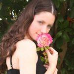 Jeune fille timide et réservée première fois sur le net