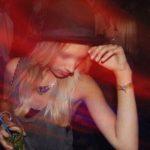 Jeune lyonnaise aime la fête et le sexe