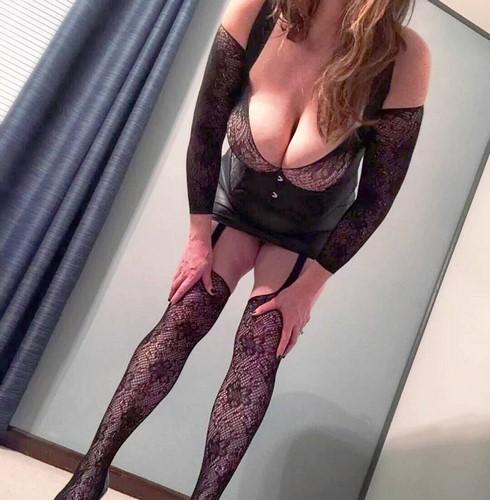 Femme sexy aux gros seins cherche un amant pour baise rapide