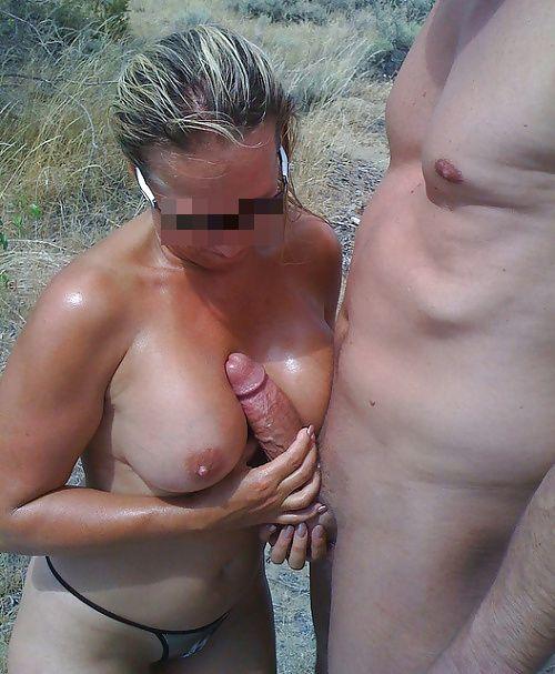 Branlette espagnole et fellation gratuite en nature avec ma femme !